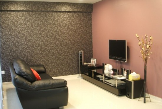 Contrasting Living room wall decoration