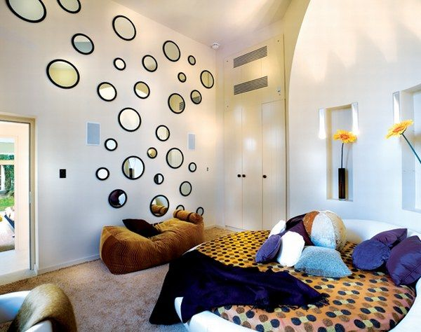 Nice circle wall decoration polka dot bedsheet round bed for Polka dot living room ideas