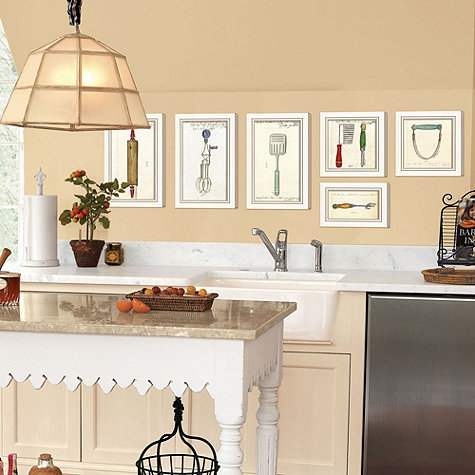 Decorate walls of your kitchen with kitchen accessories